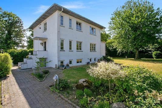 Villa på Overholmvej i Hedensted - Set fra vejen