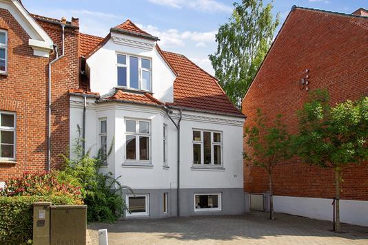 Villa på Vardevej i Vejle - Set fra vejen