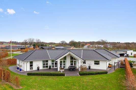 Villa på Eskelunden i Jelling - Set fra haven