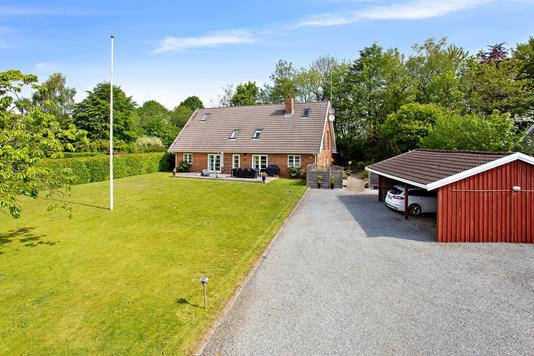 Villa på Bredstenlundvej i Bredsten - Set fra vejen