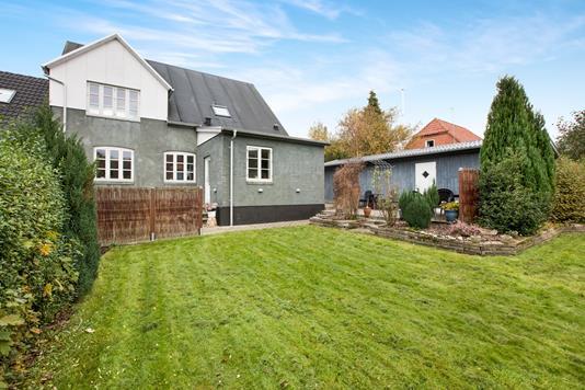 Villa på Tværgade i Møldrup - Ejendommen