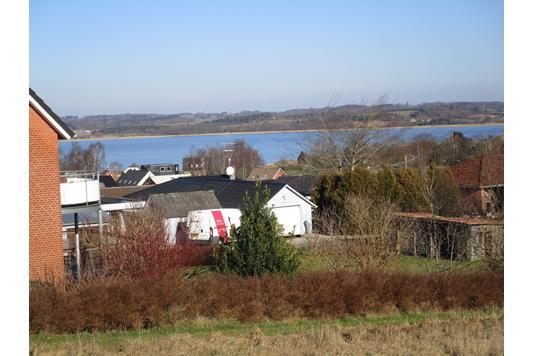 Helårsgrund på Grønageren i Hobro - Udsigt til sø