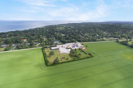 Landejendom på Nødebovejen i Hundested - Luftfoto