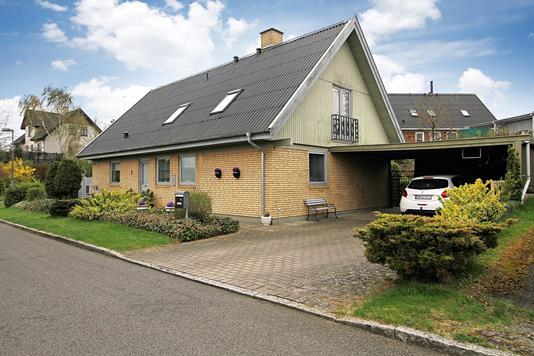 Villa på Sct Bernardvej i Slangerup - Ejendommen