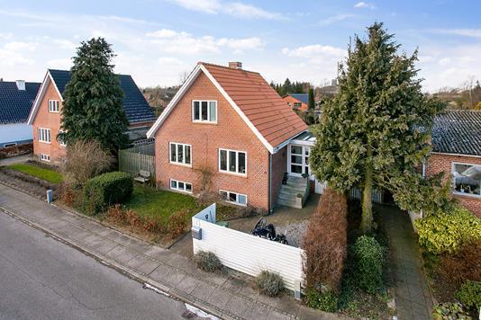 Villa på Hedebogade i Hedensted - Set fra vejen