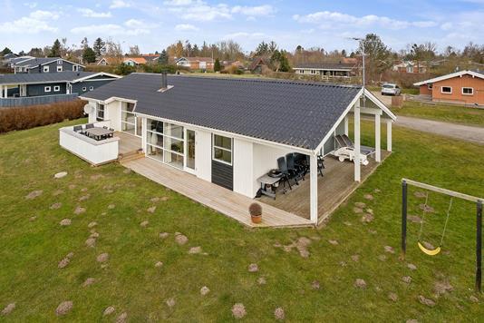 Fritidsbolig på Pøt Strandby i Juelsminde - Set fra haven