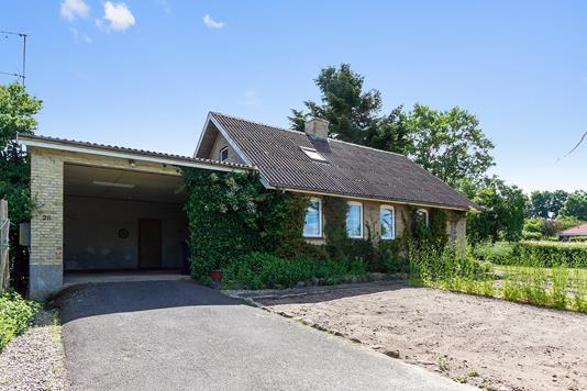Villa på Trustrupvej i Hundslund - Set fra vejen
