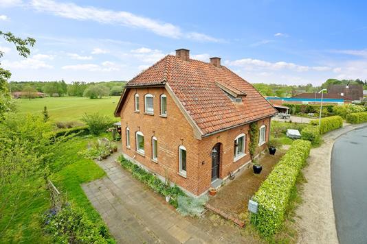 Villa på Vestergade i Hovedgård - Set fra vejen