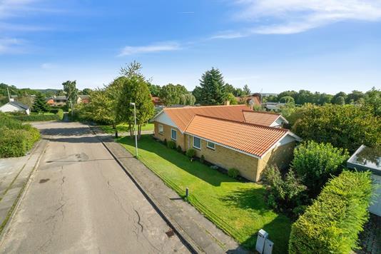 Villa på Syrenvej i Gedved - Set fra vejen