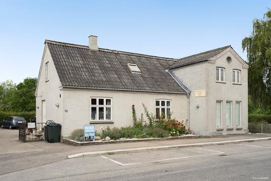 Villa på Hovedgaden i Lille Skensved - Ejendommen