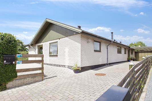 Villa på Læskovvej i Bjæverskov - Set fra vejen