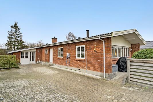 Villa på Hasselvej i Lille Skensved - Ejendommen