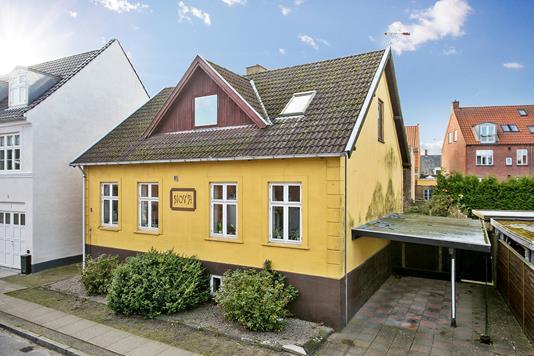 Villa på Margrethevej i Køge - Set fra vejen