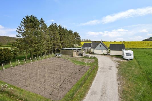 Villa på Strøbylille i Strøby - Set fra vejen