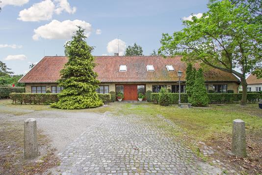 Villa på Rødvigvej i Rødvig Stevns - Set fra vejen