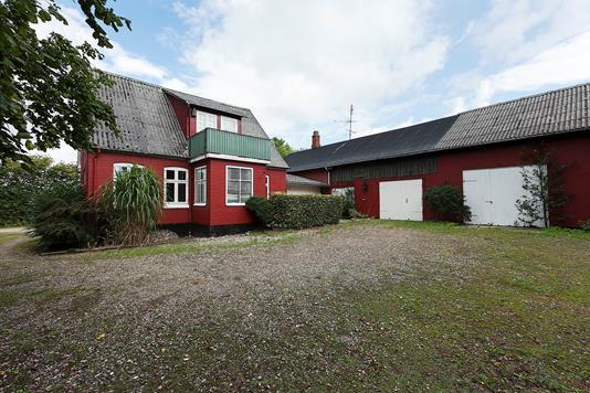 Landejendom på Holmdrup Huse i Skårup Fyn - Ejendommen