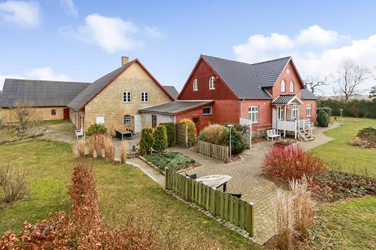 Landejendom på Bobjergvej i Stenstrup - Ejendommen