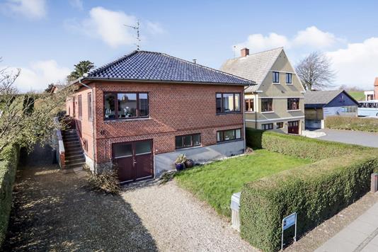 Villa på Hovedgaden i Humble - Ejendommen