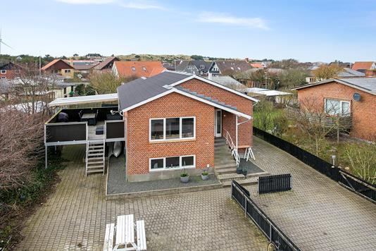 Villa på Firkløvervej i Hvide Sande - Set fra vejen