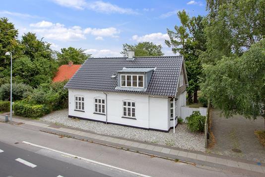 Villa på Taastrup Hovedgade i Taastrup - Set fra vejen
