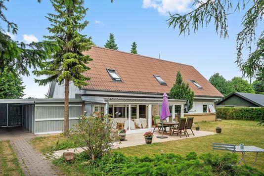 Villa på Piletoften i Taastrup - Set fra vejen
