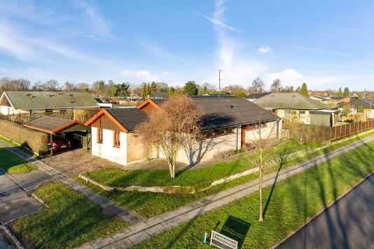 Villa på Fyrreholmen i Taastrup - Set fra vejen