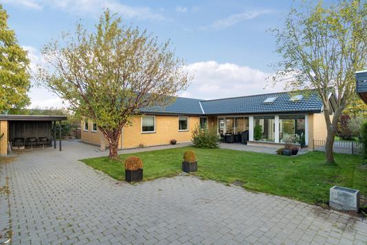 Villa på Hegnstoften i Taastrup - Set fra vejen