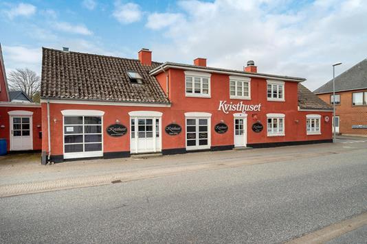 Villa på Luneborgvej i Tylstrup - Set fra vejen