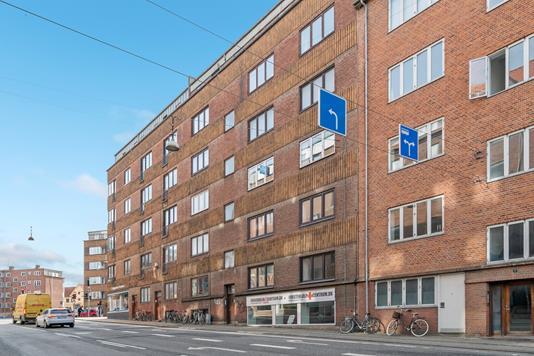 Ejerlejlighed på Hasserisgade i Aalborg - Set fra vejen