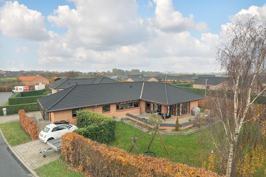 Villa på Vivaldisvej i Aalborg SV - Ejendommen
