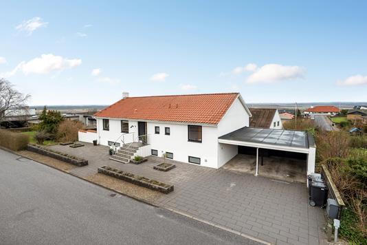 Villa på Straussvej i Aalborg SV - Ejendommen