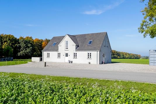 Villa på Alstedvej i Fjenneslev - Ejendommen