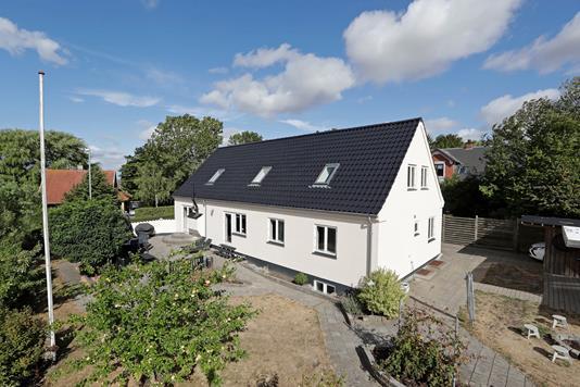 Villa på Helgesvej i Herlufmagle - Ejendommen