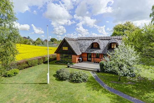 Villa på Avnsbjergvej i Jystrup Midtsj - Ejendommen