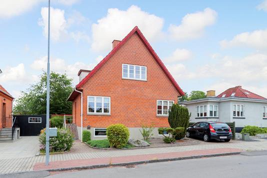 Villa på Dronningensgade i Ringsted - Ejendommen
