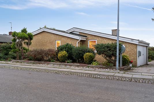 Villa på Plovmarksvej i Brøndby - Set fra vejen