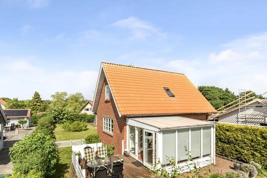 Villa på Kirkebjerg Allé i Brøndby - Mastefoto