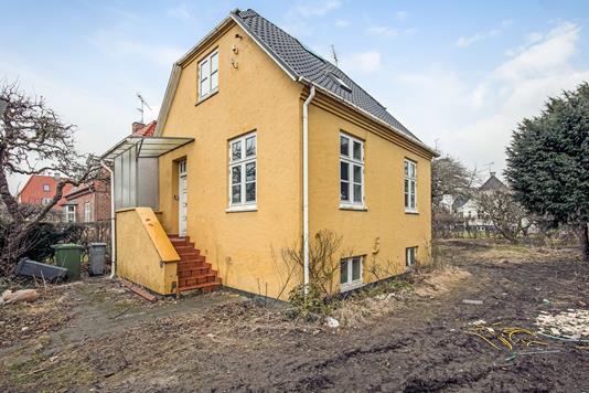 Villa på Knuthenborgvej i Valby - Ejendommen