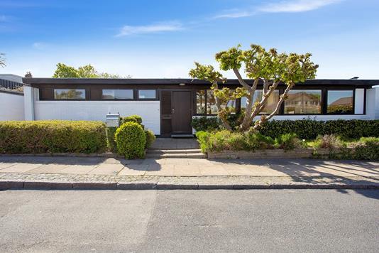 Villa på Zicavej i Klampenborg - Set fra vejen