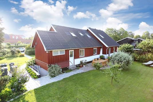 Villa på Fladstjernevej i København NV - Ejendommen