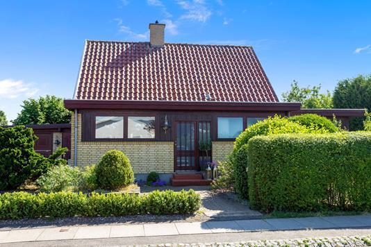 Villa på Låsbyvej i Rødovre - Set fra vejen