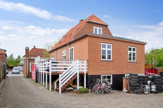 Villa på Damhus Boulevard i Rødovre - Ejendommen