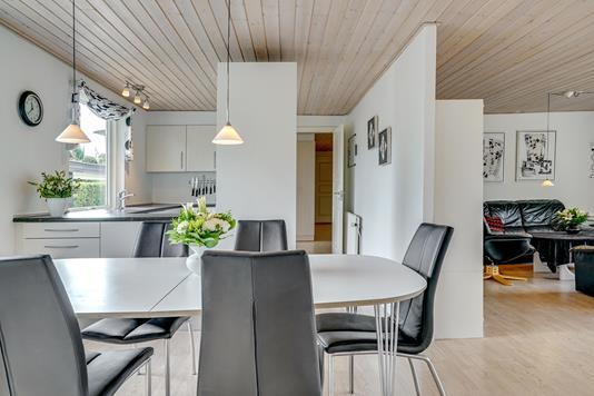 Villa på Præstevænget i Hovedgård - Køkken alrum