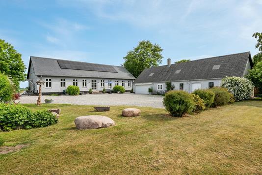 Villa på Elbækvej i Hovedgård - Ejendommen