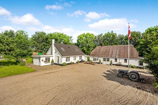 Villa på Skrædderbakken i Uldum - Ejendommen