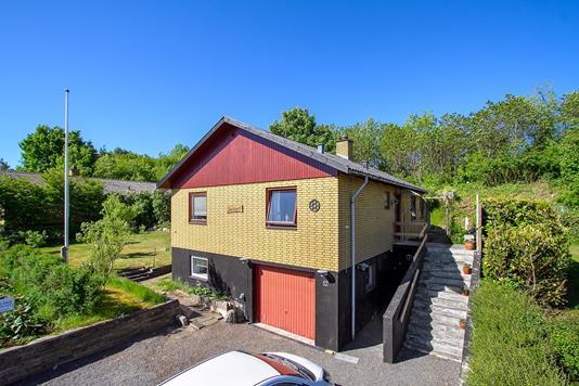 Villa på Lundshøjvej i Klemensker - Set fra vejen