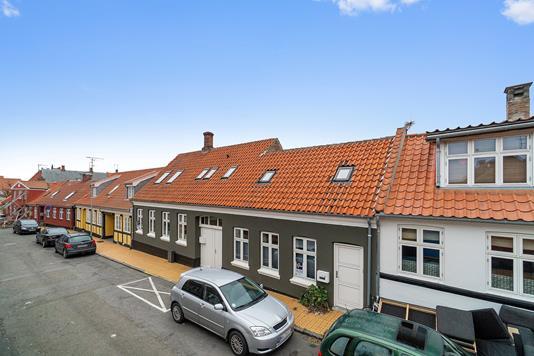 Villa på Klokkegade i Rønne - Set fra vejen