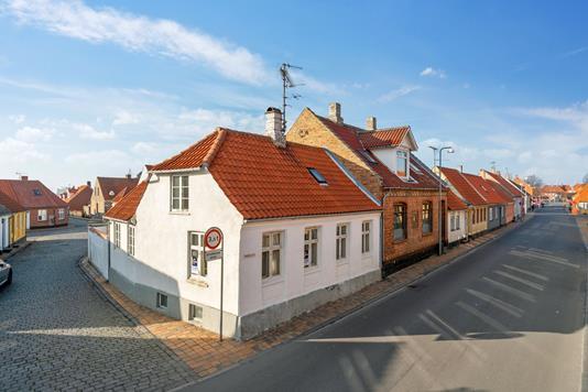 Villa på Slappegade i Rønne - Set fra vejen
