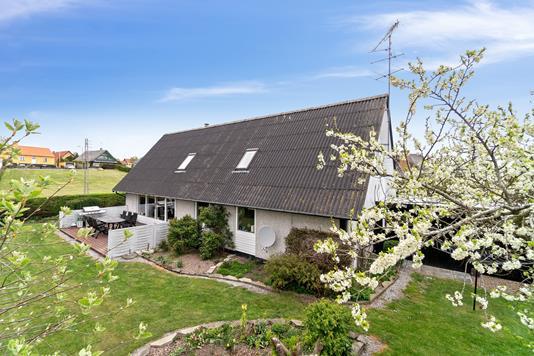 Villa på Spurvevænget i Nexø - Set fra haven