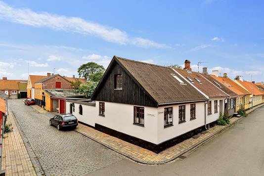 Villa på Skindergade i Rønne - Set fra vejen